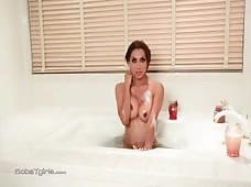 Jessy Dubai Hot Bath Tub Tgirl